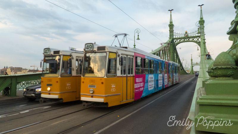 que-ver-en-budapest-puente-libertad-tranvia