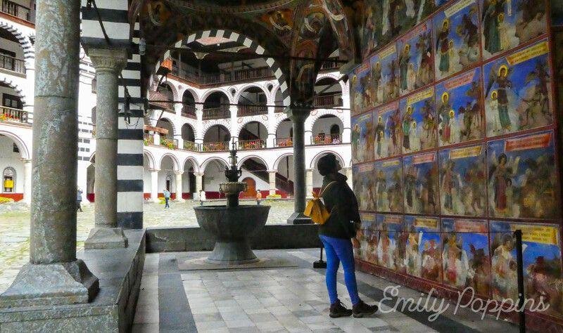 frescos-arcos-monasterio-rila